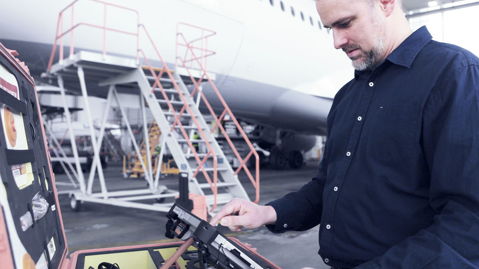 Thorsten Koch test a new equipment on a A350 aircraft