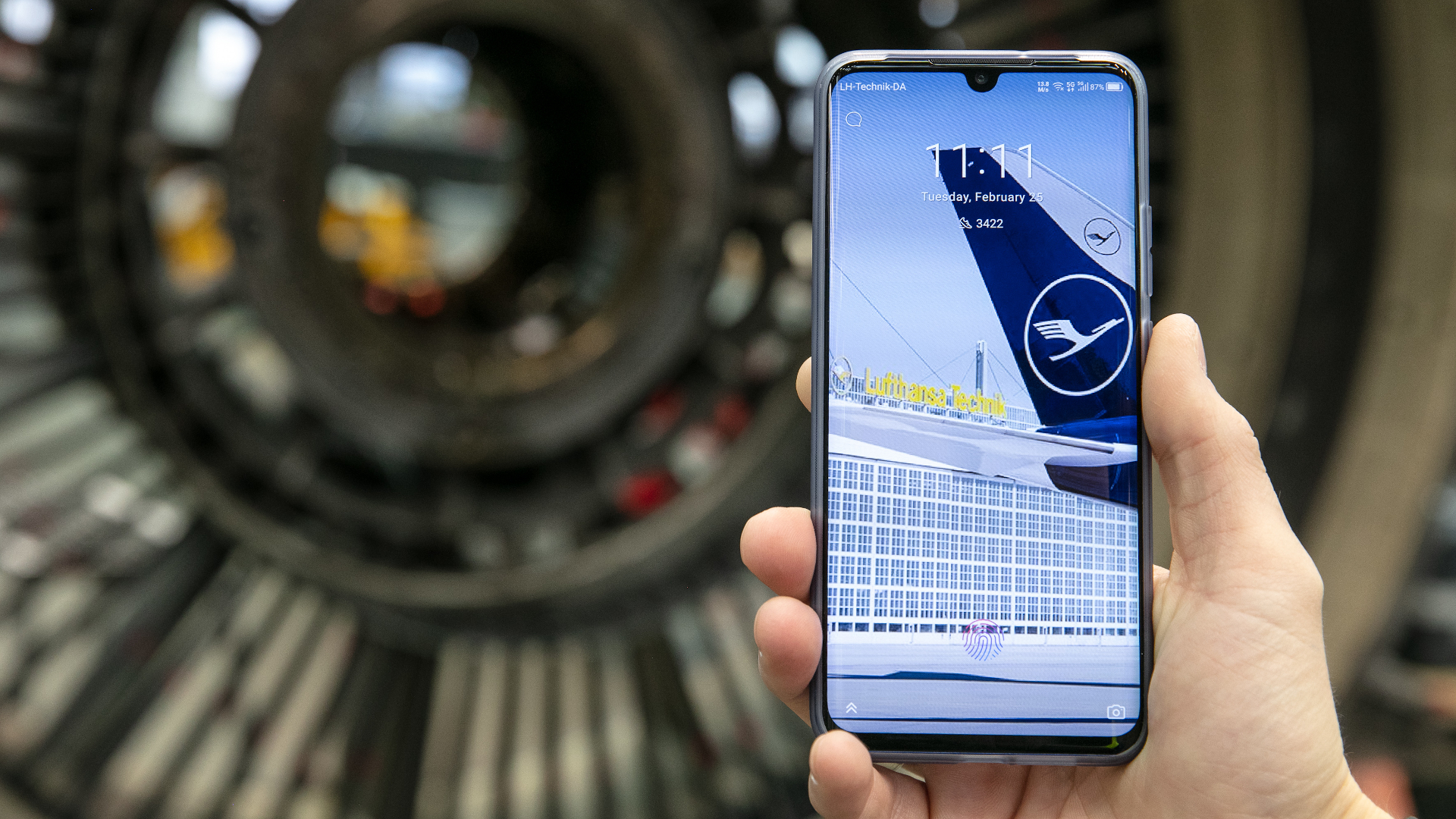 Lufthansa Technik tests 5G for frictionless communication with customers